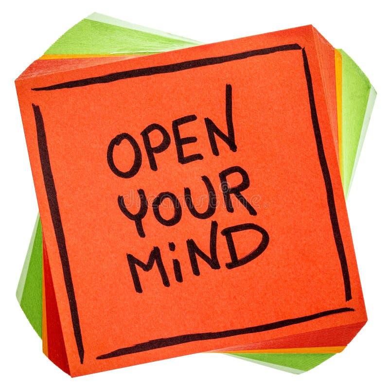 Abra su consejo de la mente o nota del recordatorio fotos de archivo