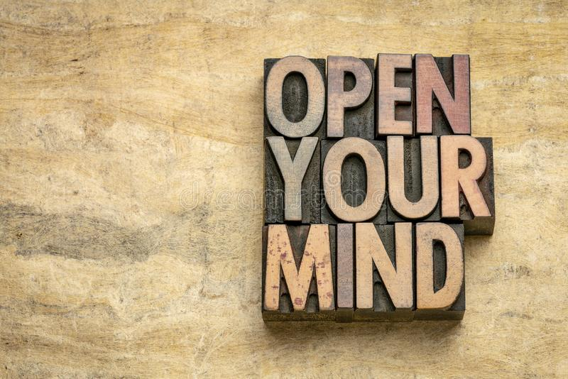 Abra su extracto de la palabra de la mente en el tipo de madera imágenes de archivo libres de regalías