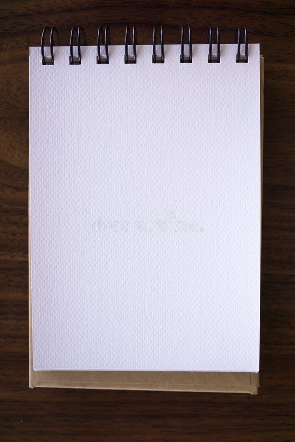 Abra um caderno branco vazio foto de stock