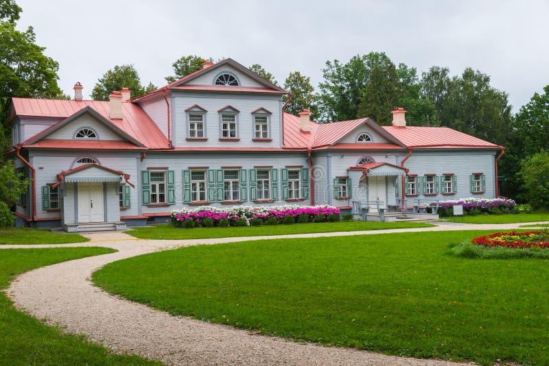 Abramtsevo museum, mangårdsbyggnad, nära Sergiev Posad, Moskvaregion royaltyfria foton