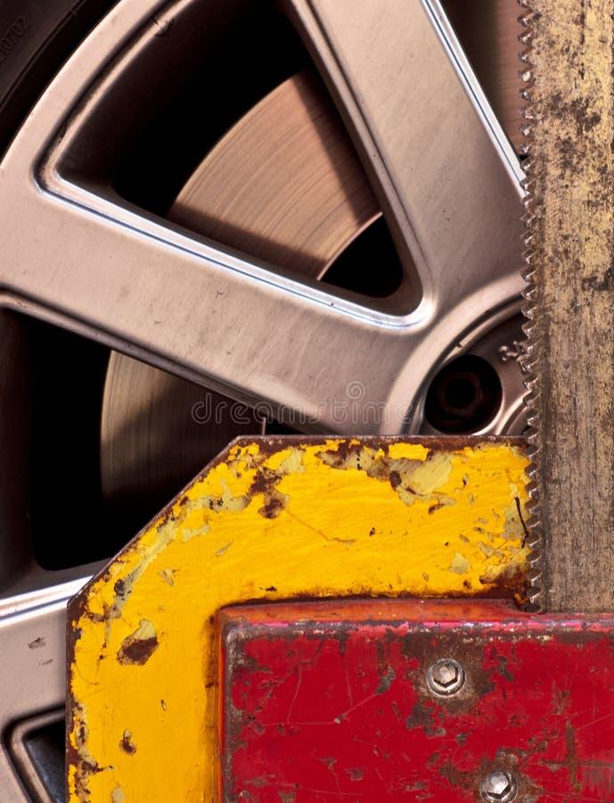 Abrazadera de rueda imagenes de archivo