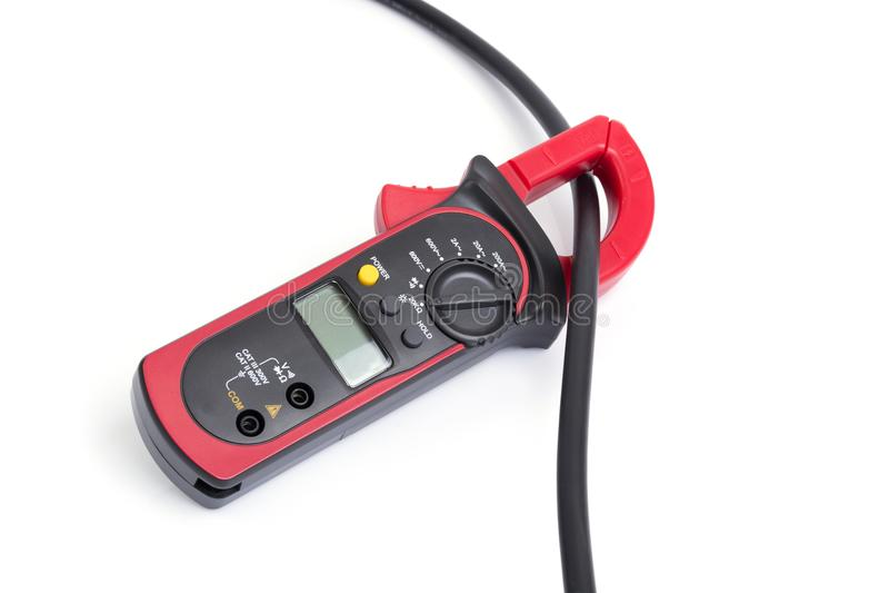 Abrazadera roja del multímetro con el alambre de la electricidad fotos de archivo libres de regalías