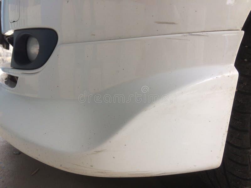 Abrazi tekstura narysy na białym samochodzie zdjęcie royalty free