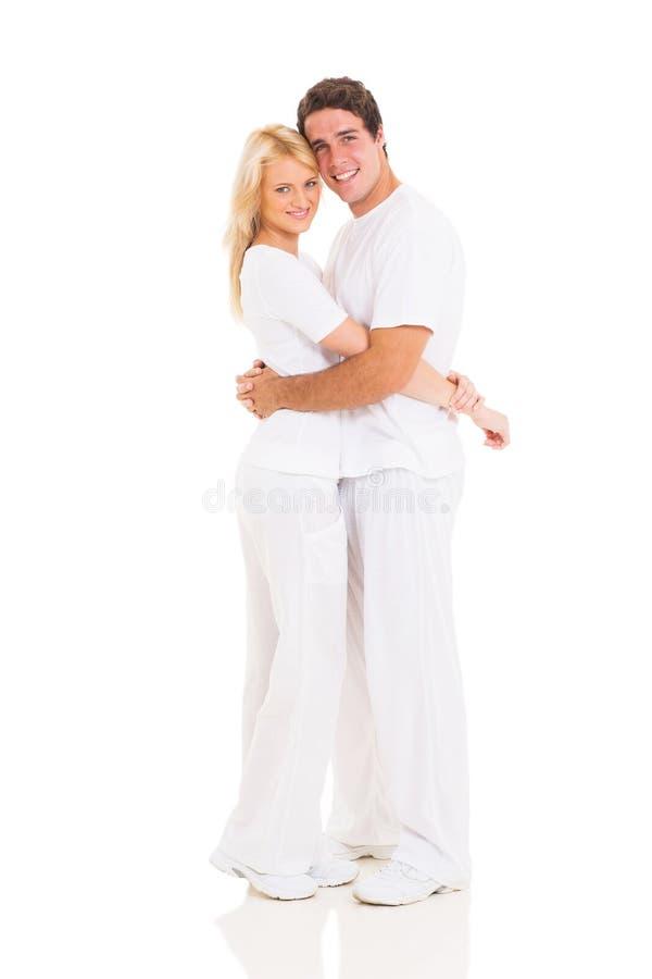 Abrazo joven de los pares foto de archivo libre de regalías