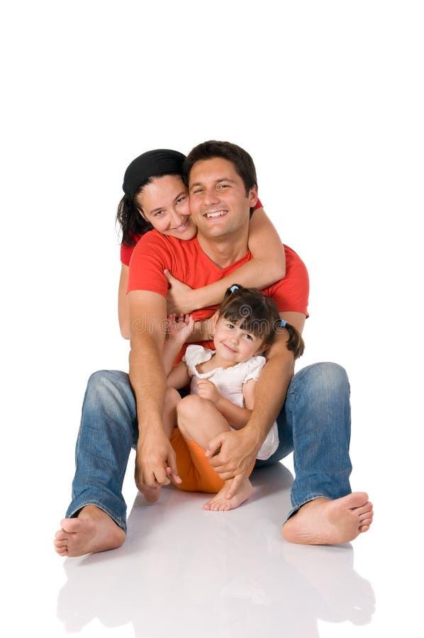 Abrazo verdadero feliz de la familia