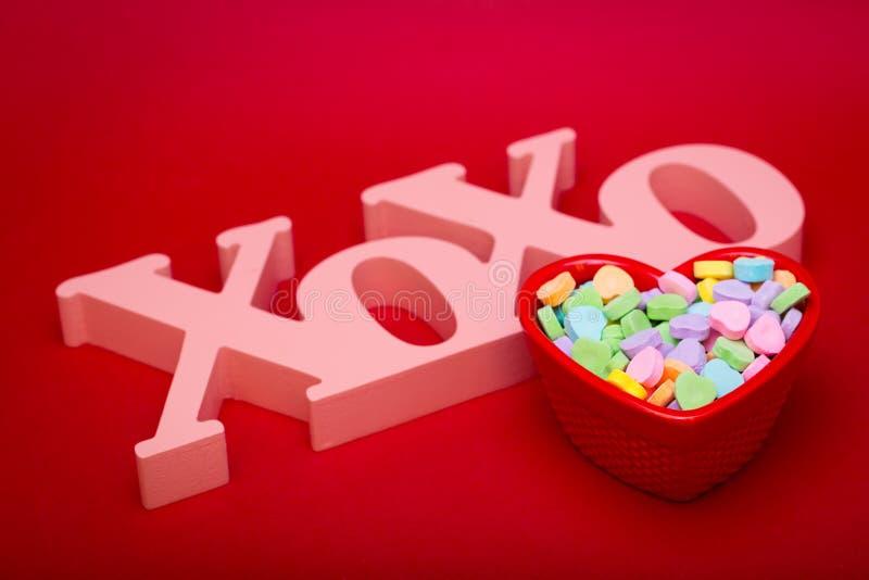 Abrazos Kises y caramelo arriba imagenes de archivo
