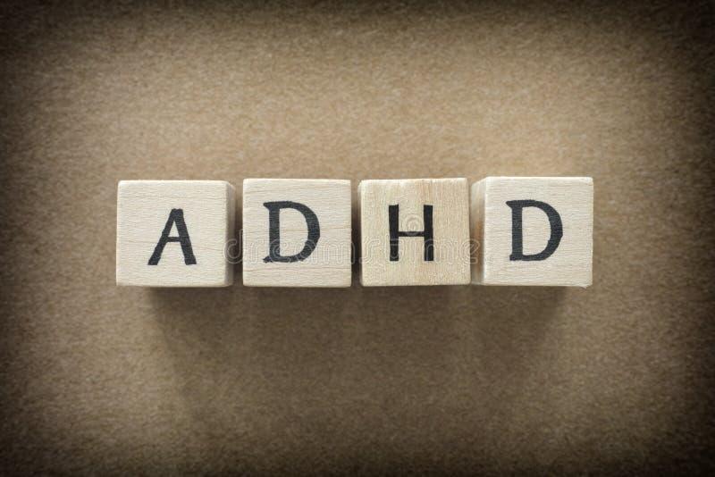 Abreviatura de ADHD en bloques de madera imágenes de archivo libres de regalías