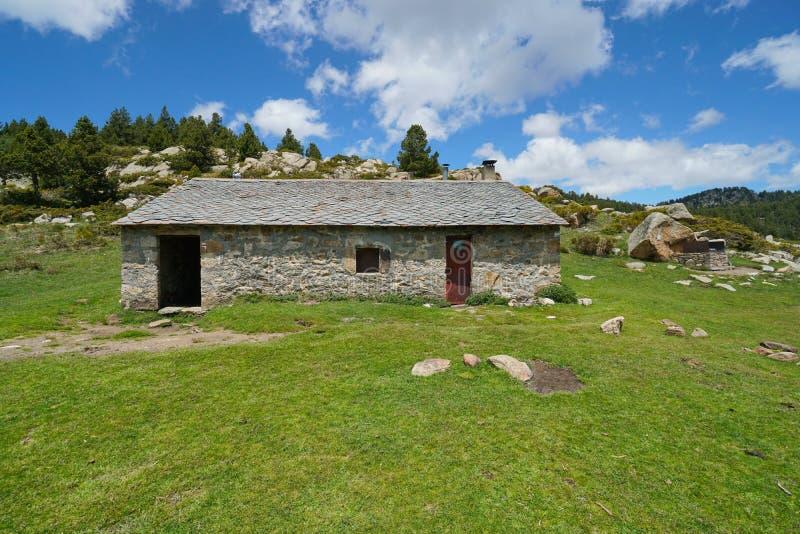 Abri dans la montagne Pyrénées Orientales France photo libre de droits
