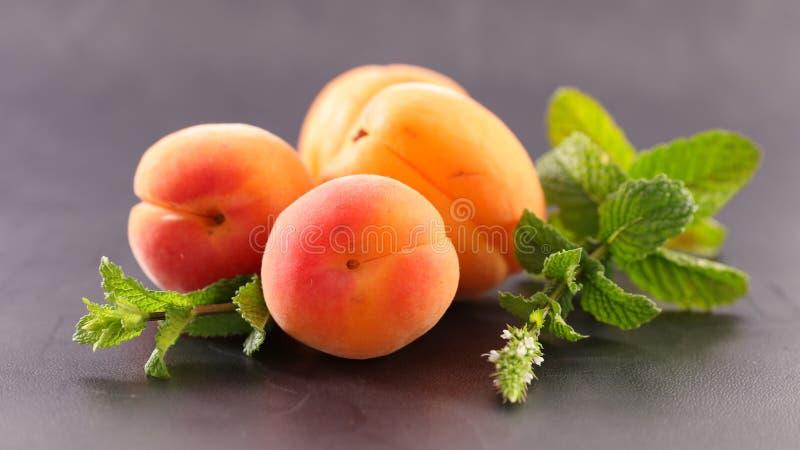 Abricot et lame frais photographie stock