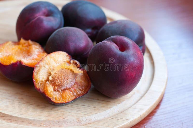 Abricot noir photos libres de droits