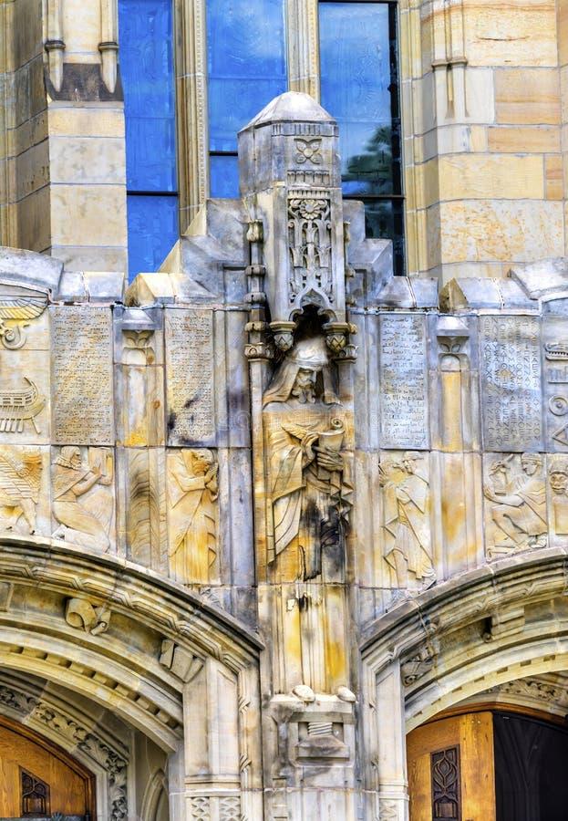 Abrigo Connecticut de Statiue Yale University Sterling Library New fotos de stock