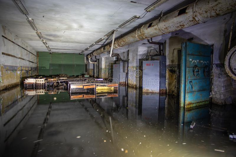 Abrigo de bomba soviético abandonado fotos de stock