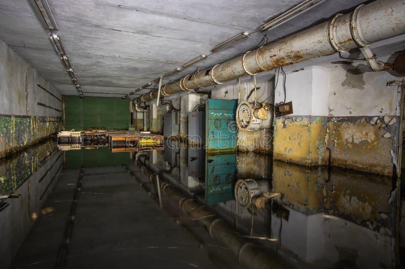 Abrigo de bomba soviético abandonado imagens de stock