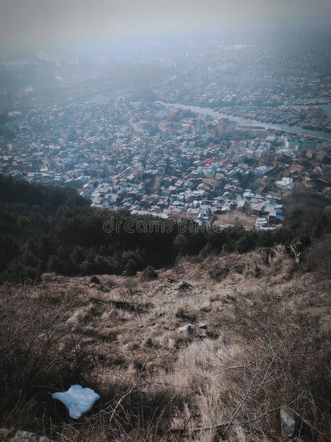 Abrigo de Kashmir na terra imagens de stock
