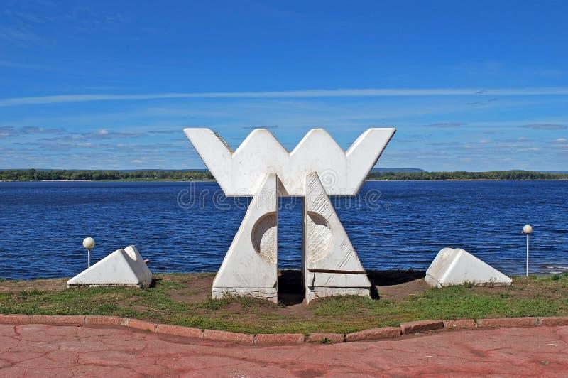 Abrigo do ` A da escultura do ` dos ventos e dos espírito em naberzhny samara Rússia foto de stock