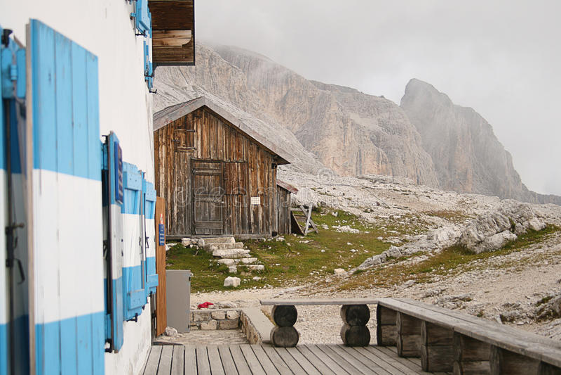 Abrigo isolado da montanha fotografia de stock