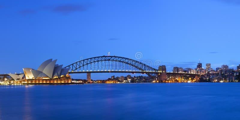 Abrigue el horizonte del puente y de Sydney, Australia en el amanecer fotografía de archivo