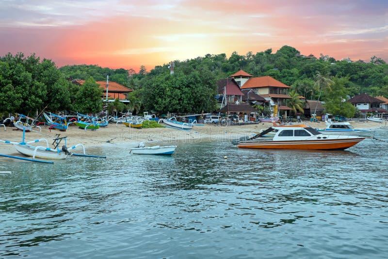 Abrigue em Padangbai em Bali Indonésia no por do sol fotografia de stock royalty free