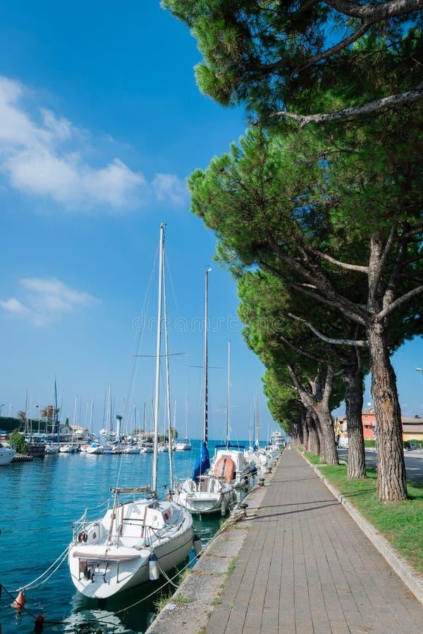 Abrigue em Peschiera del Garda, lago Garda, Itália fotos de stock