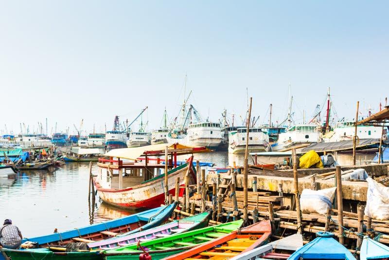 Abrigue los muelles de la nave y del barco en Jakarta, Indonesia fotografía de archivo