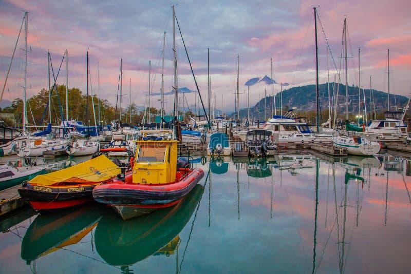 Abrigue na cidade de Squamish, Columbia Britânica, Canadá fotos de stock