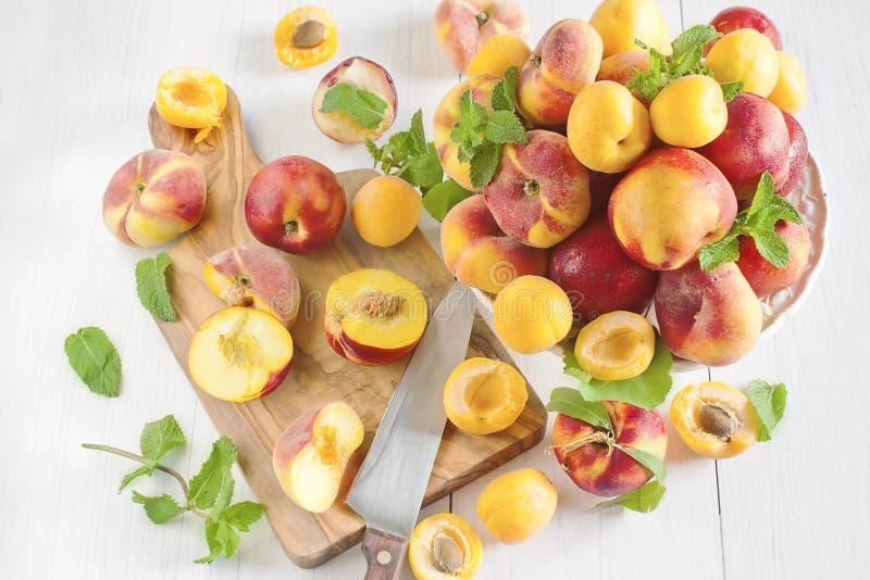 Abrikozen, nectarines en Saturnus-perziken royalty-vrije stock afbeeldingen