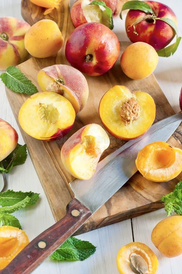 Abrikozen, nectarines en Saturnus-perziken stock foto