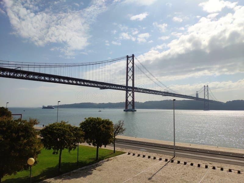 25 abril de ponte royaltyfria foton