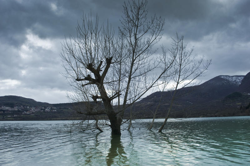 Abruzzo - Lago di Barrea lizenzfreie stockbilder