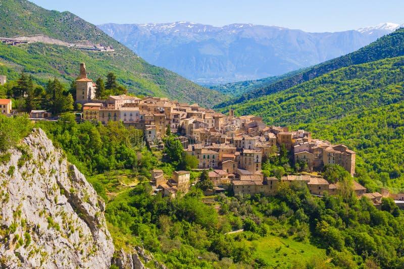 Abruzzo traditionele middeleeuwse dorpen, Italië stock afbeeldingen