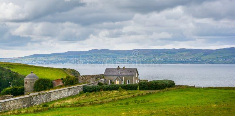 Abschüssiges Beachhouse, Castlerock, Londonderry, Nordirland stockbilder