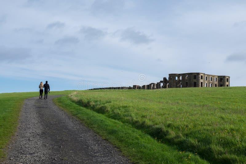 Abschüssiges Haus, Nordirland stockfotografie