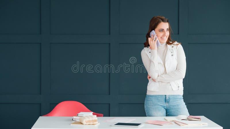Abschaltzeitmanager Smartphone-Kommunikationsnachrichten stockfotos