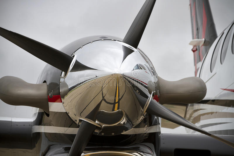 Abschluss der Propeller-Maschine auf König Air lizenzfreies stockbild