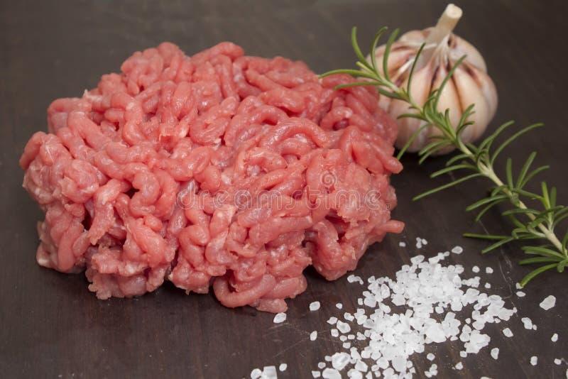 Abschluss des gehackten Fleisches oben lizenzfreie stockfotos
