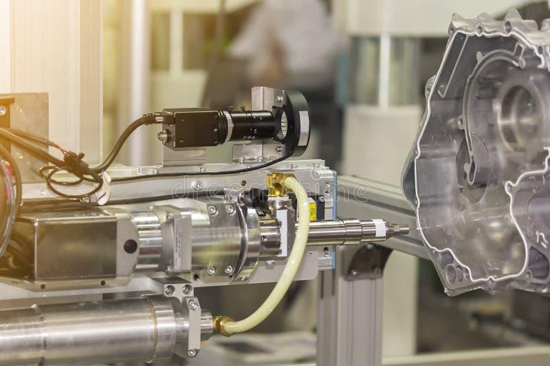 Abschluss herauf hohe Präzision und Technologie des Düsengerätes und der Nadel der automatischen heißen Schmelzkleberzufuhrmaschi stockfotos