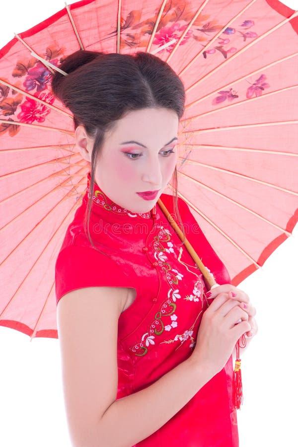 Abschluss Herauf Porträt Des Mädchens Im Roten Japanerkleid Mit Regenschirm Ist Lizenzfreie Stockbilder