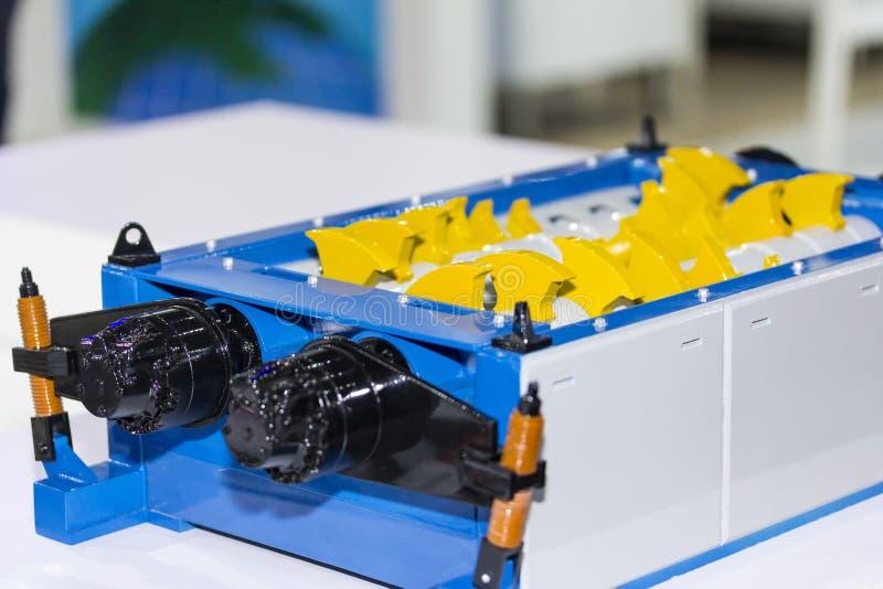 Abschluss herauf Rolle und Blatt der Reißwolfmaschine für industrielles stockbilder