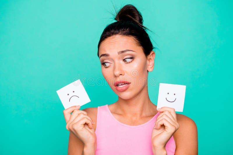 Abschluss herauf schönes erstaunliches des Fotos sie ihre Frisurgriff-Handarmpapierstimmungszeichnungen Dame lustigen erschrocke stock abbildung