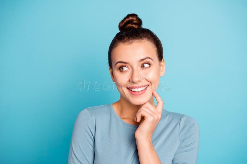 Abschluss herauf schönes erstaunliches flippiges des Fotos sie ihr Stimmungsblickseite Dame Raum-Handarm-Fingerkinn der spieleri lizenzfreie stockfotos
