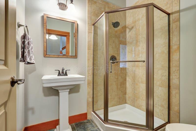 Abschluss oben der Glasdusche in einem Badezimmer lizenzfreies stockfoto