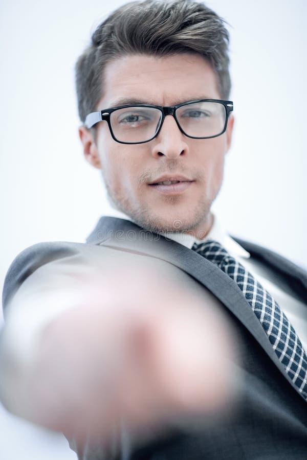 Abschluss oben erfolgreicher Geschäftsmann, der seinen Finger auf Sie zeigt lizenzfreie stockbilder