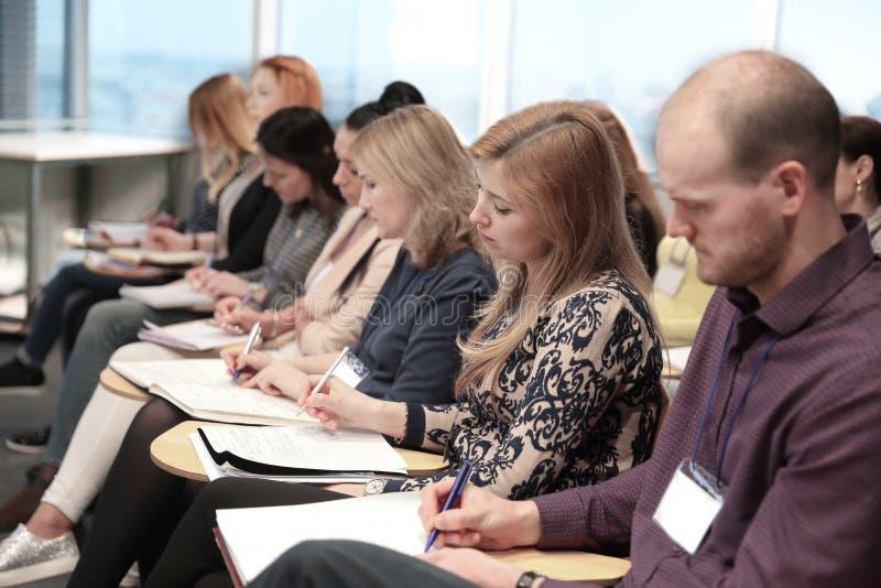 Abschluss oben Vernetzungs-Seminar-Treffen Ups Konzept stockbilder