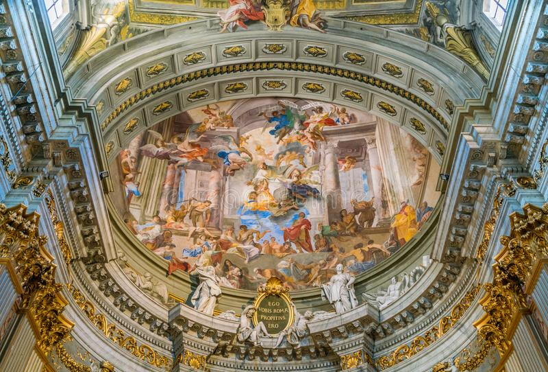 Absid av Andrea Pozzo i kyrkan av St Ignatius av Loyola i Rome, Italien arkivfoto