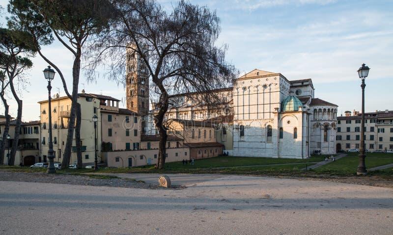 Abside ed il campanile della cattedrale St Martin Lucca Toscana Italia Europa fotografia stock