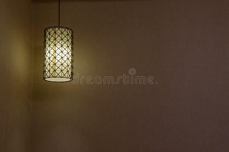 Absorba la luz de techo en un hotel fotos de archivo
