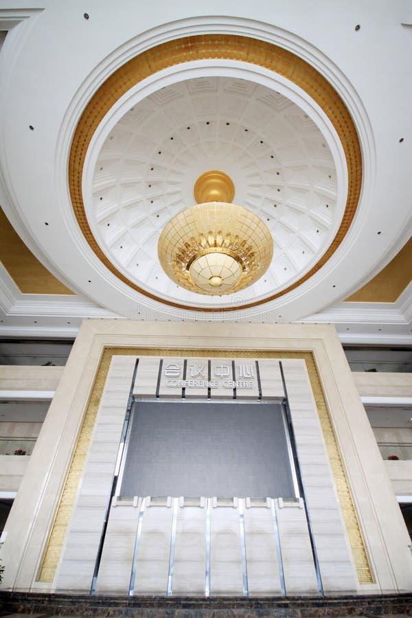 Absorbez la lumière de dôme sur le plafond image stock