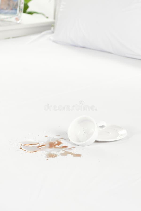 absorbuje bedcover ładnego nikt obrazy royalty free