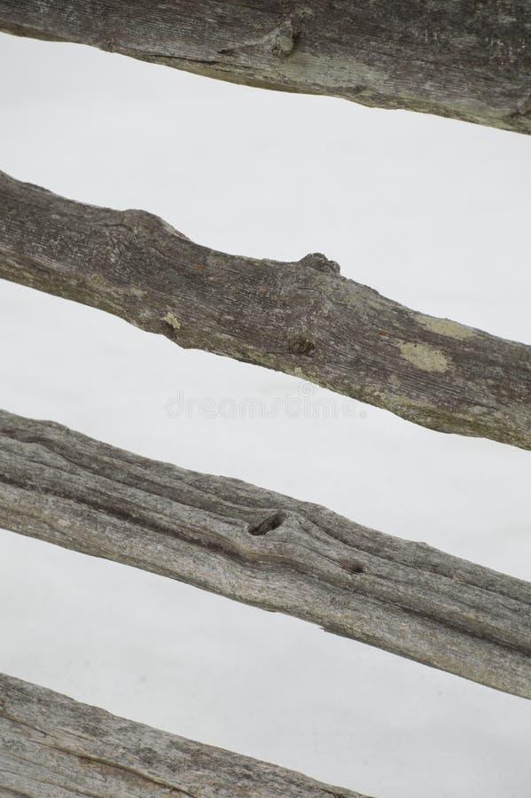 Abstact a pêché la barrière de rail rustique rayée de cèdre de fente photographie stock libre de droits