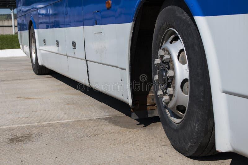 Abstandsbusse im Parkplatz lizenzfreie stockbilder